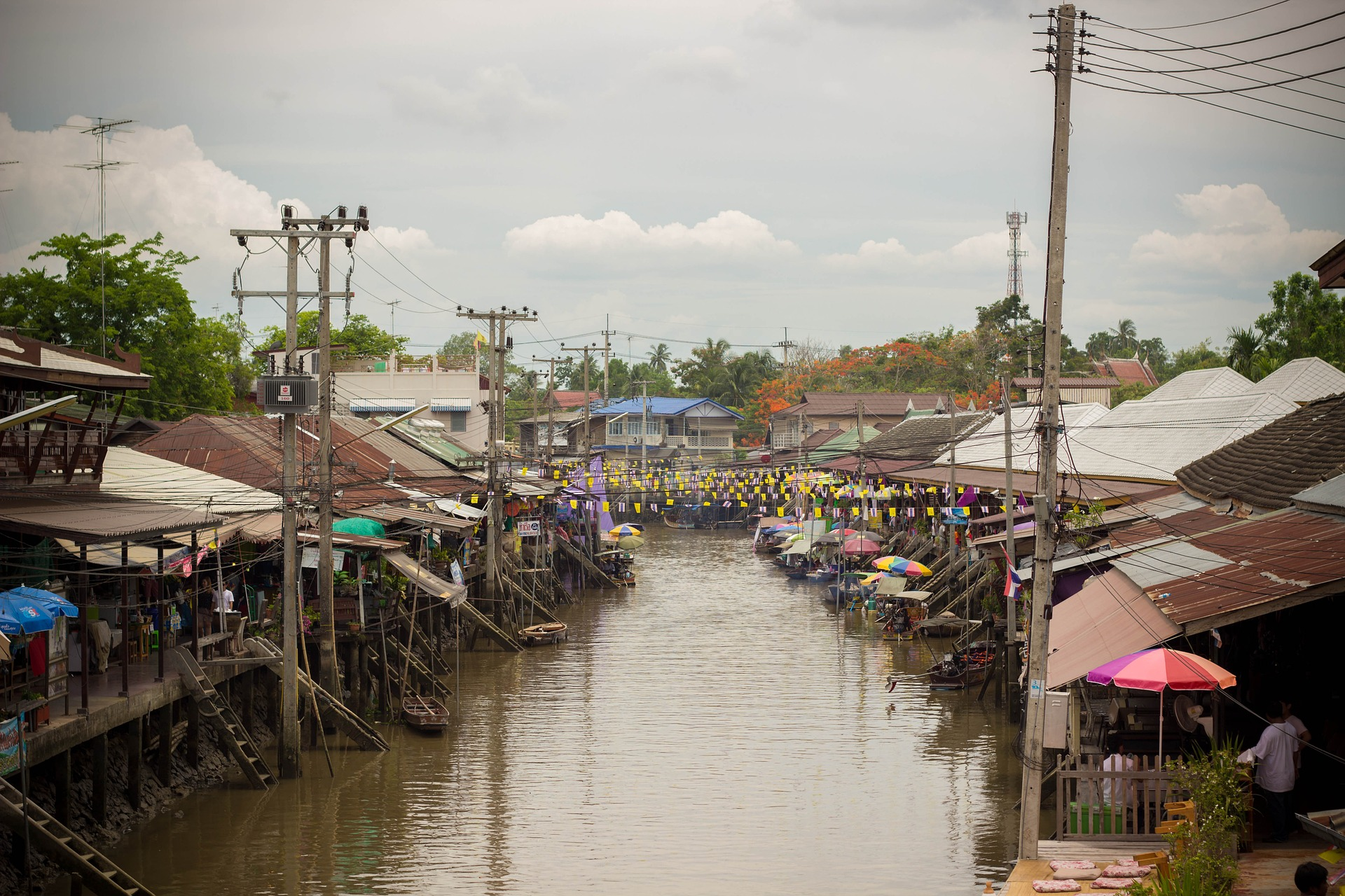 floating-market-650467_1920 (1)